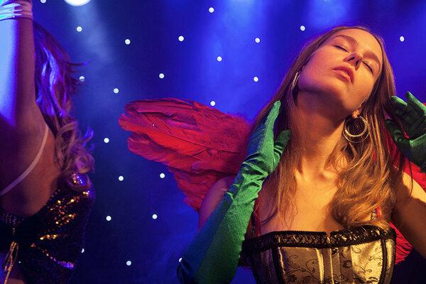 Barové tanečnice vo fínskom filme Miami.