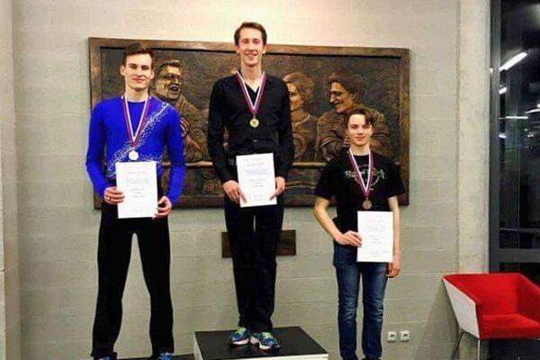 Michael Neuman (v strede) získal titul majstra Slovenska a nomináciu na ME.