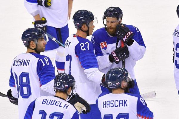 Zástupcovia HC Košice na olympiáde. Marek Hovorka (vpravo) vdebate sLadislavom Nagyom.