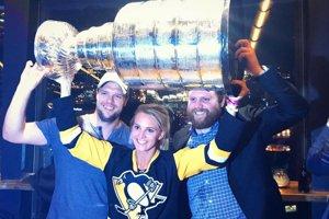 Vďaka bratovi si užili dvakrát už aj Stanley Cup. Phil ho sPittsburghom vyhral dvakrát po sebe. Aj na radosť súrodencov.