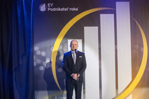 Vedúci partner konzultačnej spoločnosti EY na Slovensku Matej Bošňák počas slávnostného galavečera.