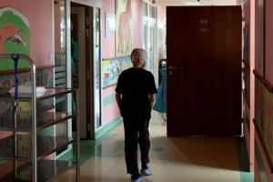 Farebné steny a veselé obrázky. Vďaka Svetielku nádeje sa už pred niekoľkými rokmi nemocničné chodby a izby výrazne zmenili.