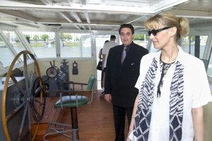 1. máj 2001. Na otvorení Lodného múzea Kriváň.