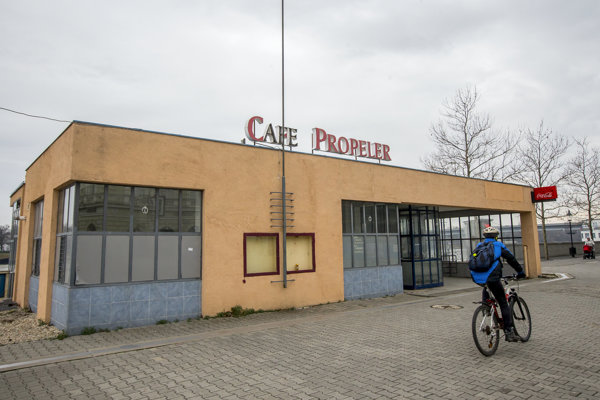 Cafe Propeler.