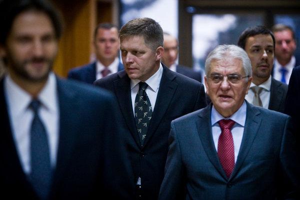 Vladimír Faič (na snímke vpravo) je Ficovým predsedom Zboru poradcov premiéra.