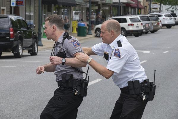 Sam Rockwell a Woody Harrelson bojujú o Oscara v kategórii herec vo vedľajšej úlohe. Hrajú vo filme Tri Billboardy kúsok za Ebbingom.