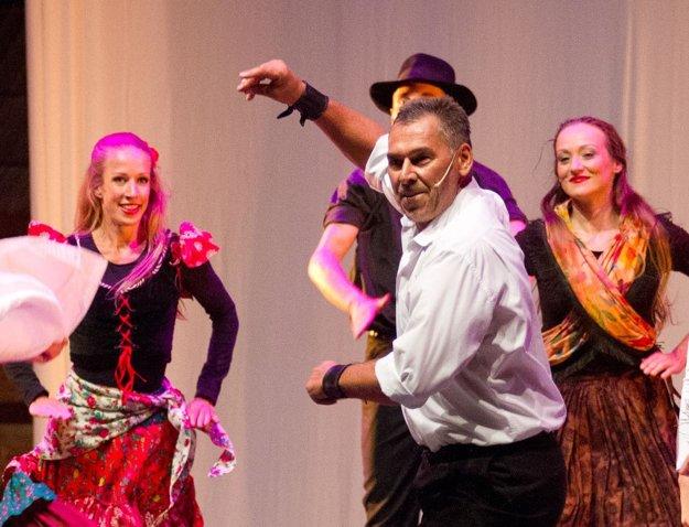 So súborom SĽUK vystupoval v programe Tanec medzi Črepinami, ktorý sám režíroval.
