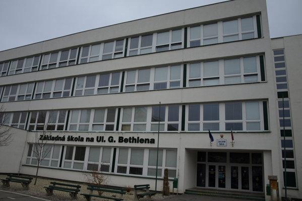 So ZŠ na ulici G. Bethlena sa spája najväčší škandál éry hlavného kontrolóra Rovňaníka.