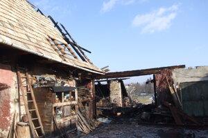 Oheň bol taký silný, že sa rozšíril aj na susedné budovy.