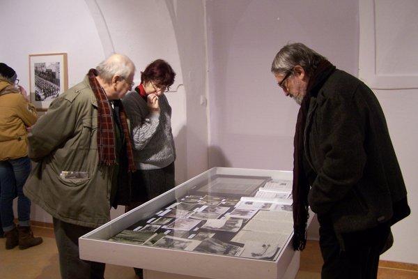 O dielo Jána Galandu mala na vernisáži záujem početná skupina fanúšikov výtvarného umenia v Turci.