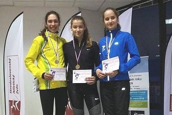 Dubničanka Kišková (v strede) získala dva bronzy.