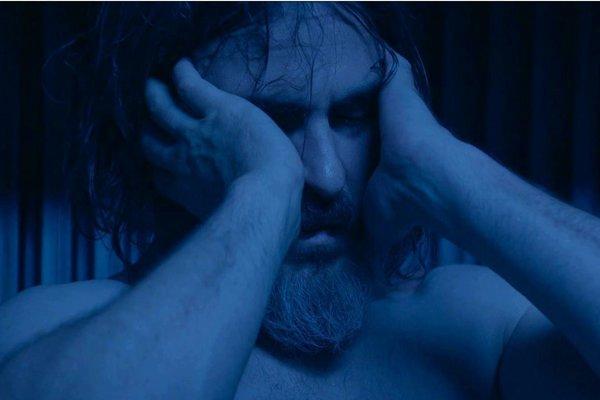 Joaquin Phoenix vo filme Nikdy si tu nebo.