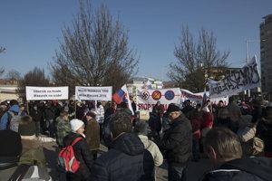 Zhromaždenie na podporu Mazureka na Námestí slobody.