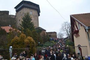 Vstup do hradného areálu vo Fiľakove.