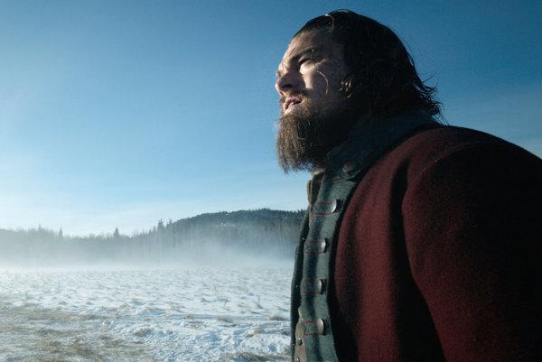 Leonardo DiCaprio už striehne na Oscara. Film Revenant: Zmŕtvychvstanie má dvanásť nominácií na Oscara.