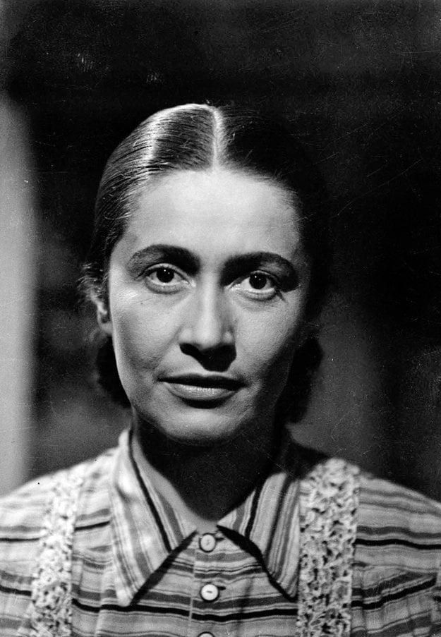 Postava Anči Hucovej sa vryla divákom do pamäti. Drámu Vlčie diery (1948), ktorá sa venuje téme SNP, po dvoch rokoch zakázali.
