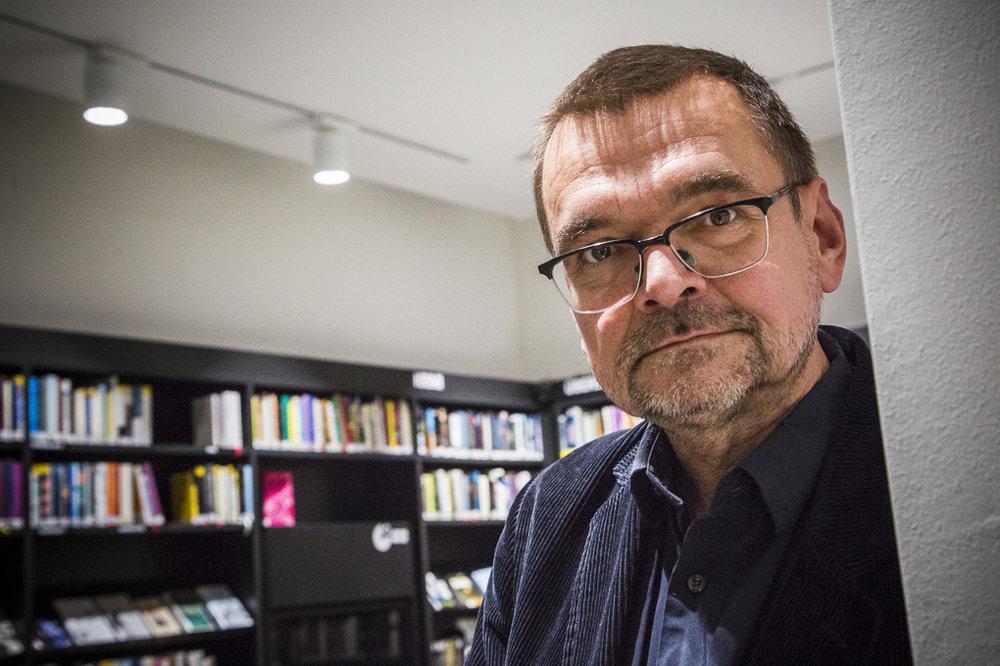 Diedrich Diederichsen patrí medzi najvýznamnejších teoretikov popkultúry. Začiatkom osemdesiatych rokov písal pre hudobný magazín Sounds, neskôr bol šéfredaktorom časopisu Spex.