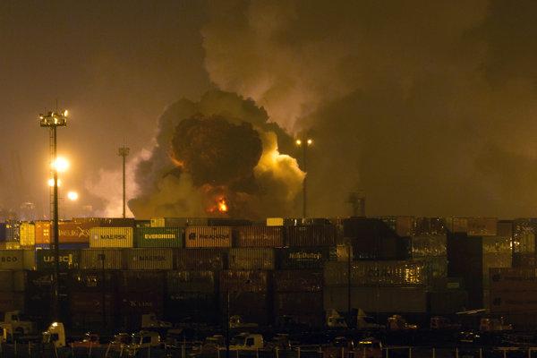 Toxický plyn sa po výbuchu rozšíril po celom prístave.
