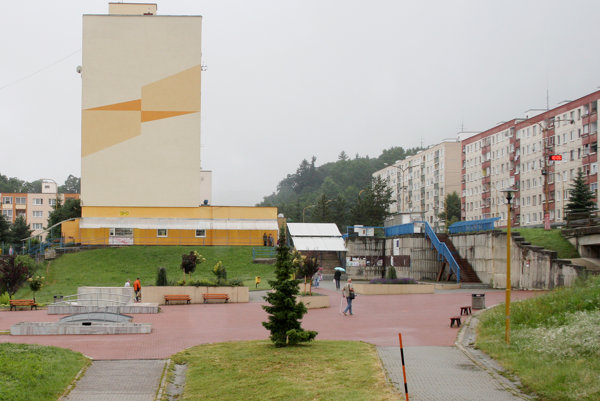 Kanianka sa napriek výraznej sídliskovej časti mestom stať nechce.