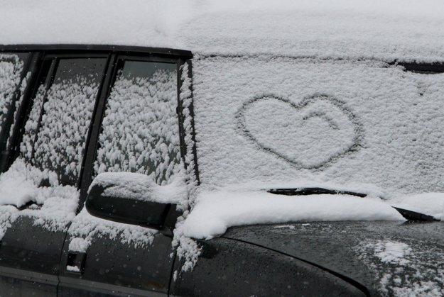 Konečne sneží! Sneh je naša srdcovka.