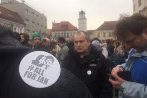 Apolitického zhromaždenia sa v Trenčíne zúčastnili stovky ľudí.