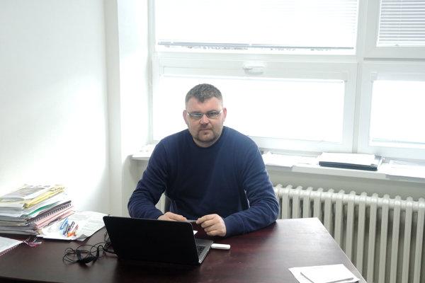 Ako prvý sa do priestorov v Mestskej športovej hale presťahoval sekretár Tomáš Vaňo.