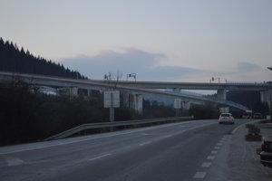 Do užívania motoristom ho preto odovzdali až s úsekom D3 Svrčinovec – Skalité.