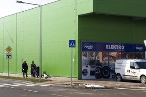 Čar nechceného? Namiesto zelene je na Vajanského zelené nákupné centrum.
