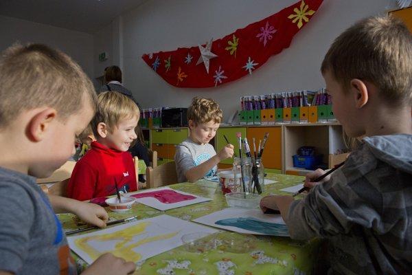 Radnica voľné priestory škôl plánuje využiť aj pre potreby materských škôl.