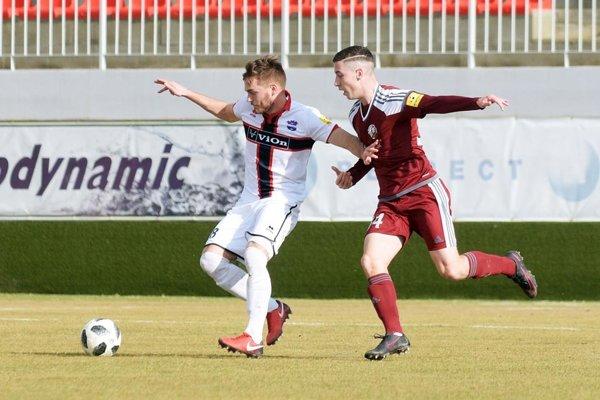 Juraj Kotula hral na poste stopéra. Po jeho súboji s Kostelným sa pískala penalta a Podbrezová vďaka nej vyhrala 1:0.