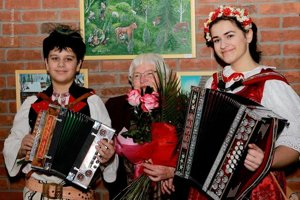 Irena Zemaníková (v strede) spoločne so súrodencami Poništovcami.