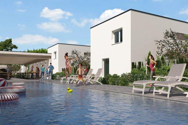 Súčasťou kondomínia je aj bazén.
