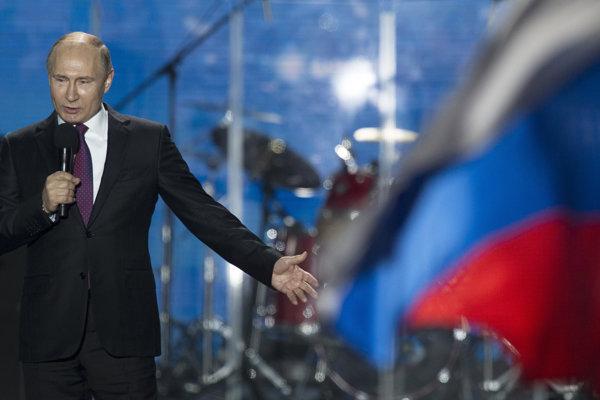 Ruský prezident Vladimir Putin má prejav na námestí v Sevastopole.