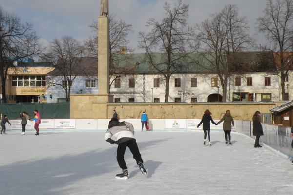 Ľadová plocha je prístupná vďaka mrazom aj v týchto dňoch.
