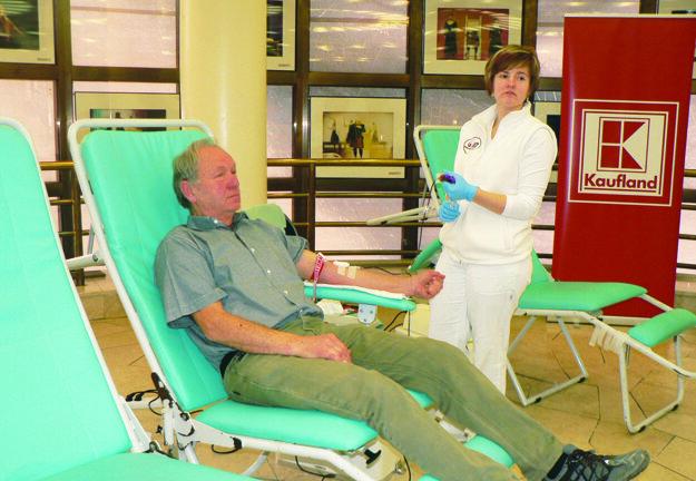 Aj keď má Jozef Puhák 66 rokov, krv daroval aj on.