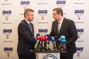 Andrej Danko (vpravo) predstavil Petrovi Pellegrinimu svoje návrhy na ministrov.
