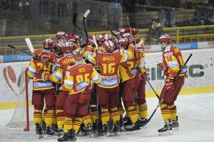 Hokejisti Trenčína vyhral úvodné dva zápasy play off proti Popradu.