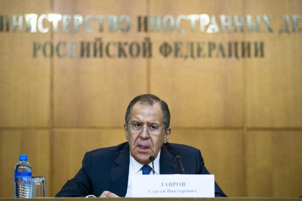 Šéf ruskej diplomacie Sergej Lavrov na tlačovej konferencii venovanej udalostiam roka 2015.