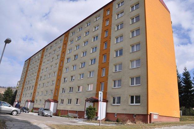 Tretí byt vykradli v tejto bytovke.