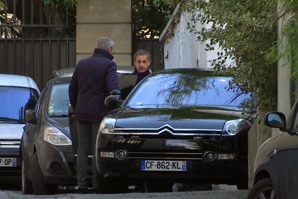 Nicolasa Sarkozyho po 25 hodinách výsluchoch prepustili.