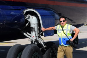 Manfréd Ťukot nerád lieta, ale rád lietadlá fotografuje.