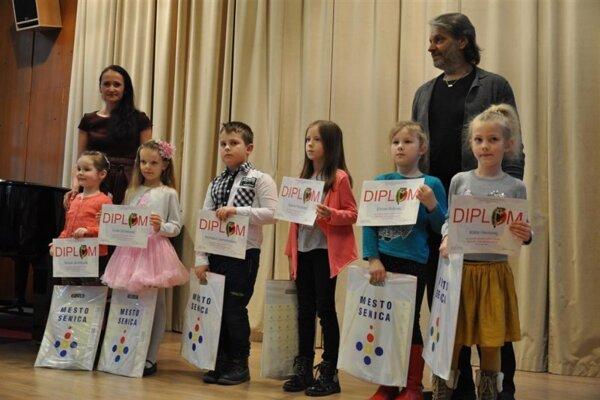 Víťazi súťaže boli odmenení cenami a diplomami.