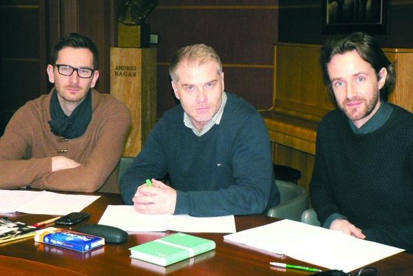 Hlavní protagonisti pripravovanej komédie Panikári – zľava Jakub Rybárik, Marcel Ochránek aJuraj Hrčka.