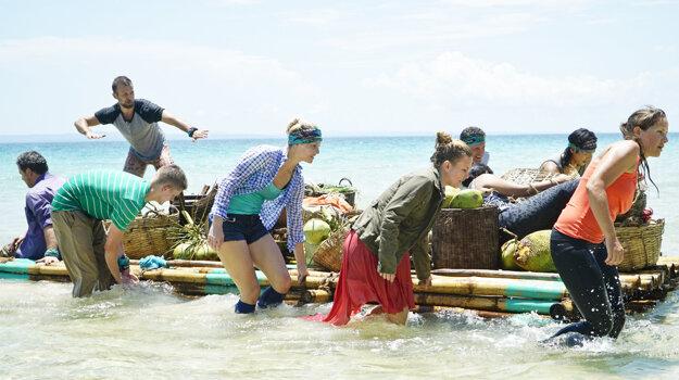 Účastníci francúzskej verzie prichádzajú na ostrov neďaleko Kambodže.
