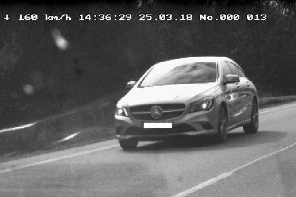 Mercedesu pri Svinici namerali 160 km/h.