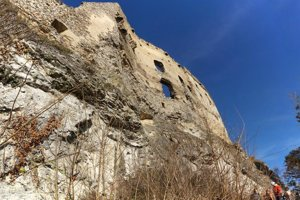 Práce na Likavskom hrade