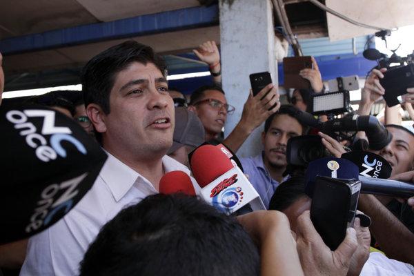 Nový prezident Kostariky Carlos Alvarado.