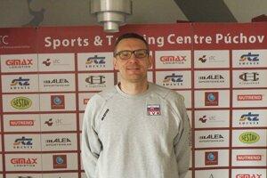 Tréner volejbalistov Slovenska U 18 Erik Gábor.