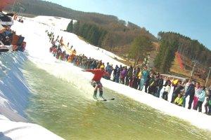 Vo Valči sa s lyžovačkou rozlúčili i jazdou po vode.