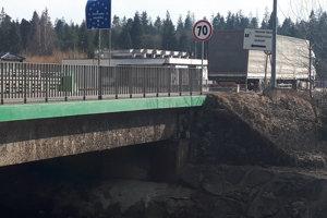 Týmto mostom na slovensko-poľskom pohraničí sa zaoberala už aj vláda.